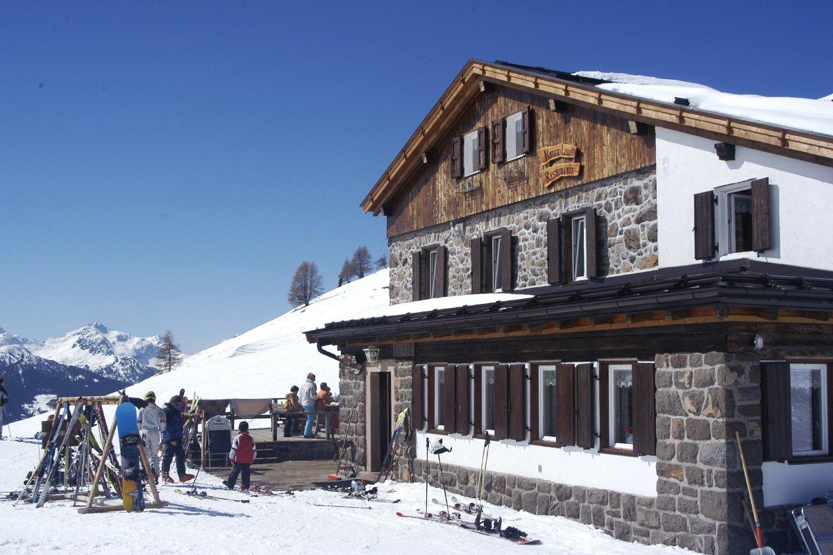 Rifugio Lusia e terrazza in inverno